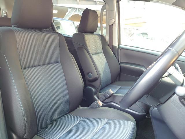 ホールド性と快適性を兼ね備えたフロントシート。