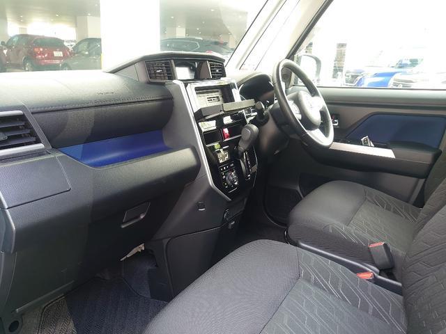 見晴らしの良さを実現、運転席前に配置したメーターは、フードを低く抑えることで視認性を確保