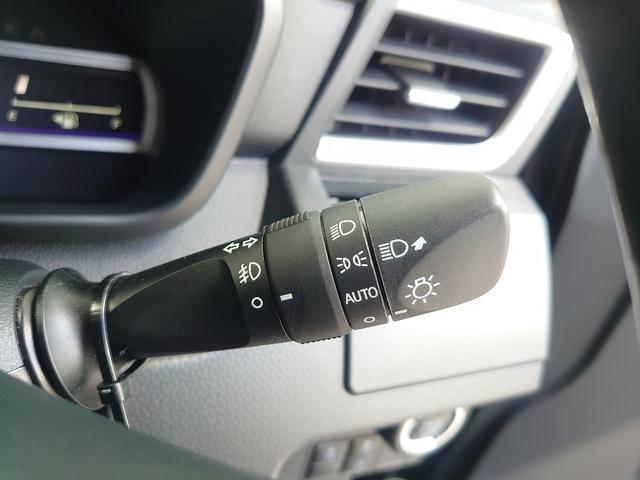 LEDヘッドライトで夜道の運転も視界良好、オートライト機能もついてます