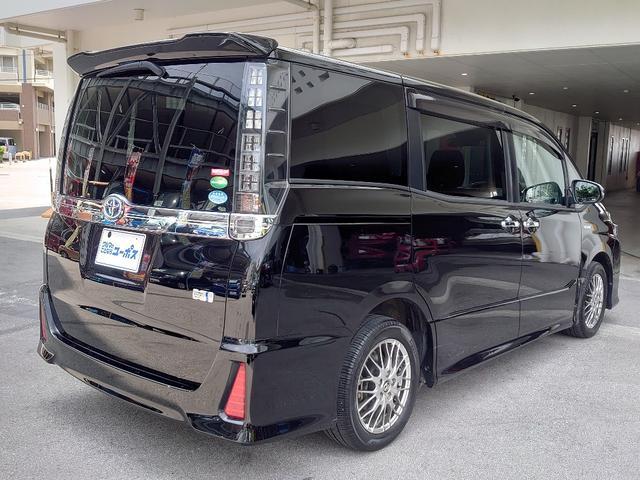低重心のワイドボディを専用フロントフェンダーパーツを装備したエアロ仕様の「ZS」