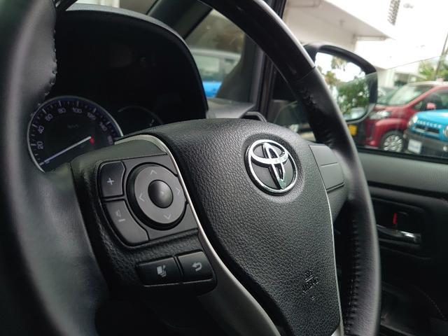運転中でも音量調節ができる、ステアリングスイッチ付き