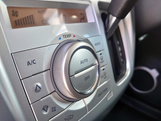 シンプルながらも操作性に優れたオートエアコン。