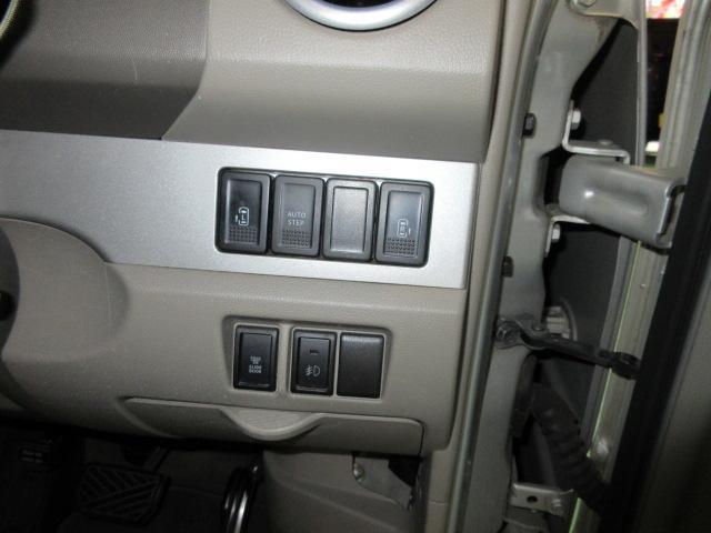 運転席からボタンでパワースライドドア操作も可能です!