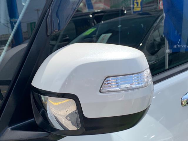 通常は運転席から見えない左フロントタイヤの前方を映し出すミラー。