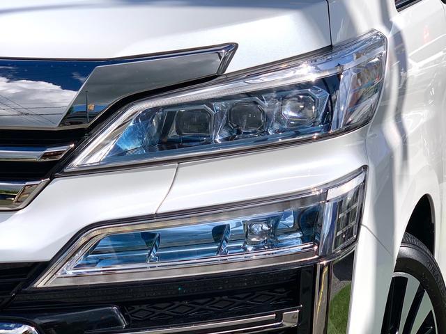 オプションの三眼フルLEDオートヘッドライト・コーナーリングライト・シーケンシャルターンランプ(LED流れるターンランプ)アダプティブハイビームシステム