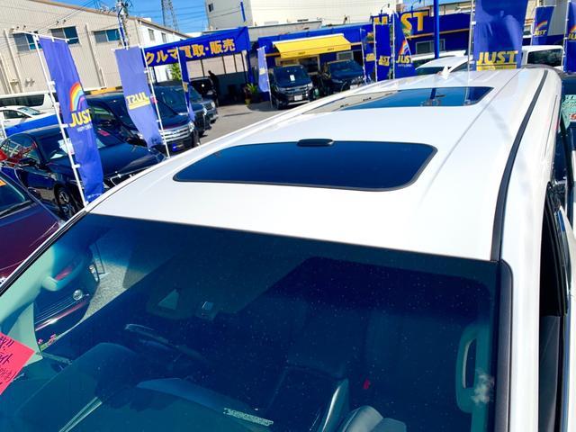 オプションのツインサンルーフ・後席電動スライド開閉・ハーフシェードフロントガラス・