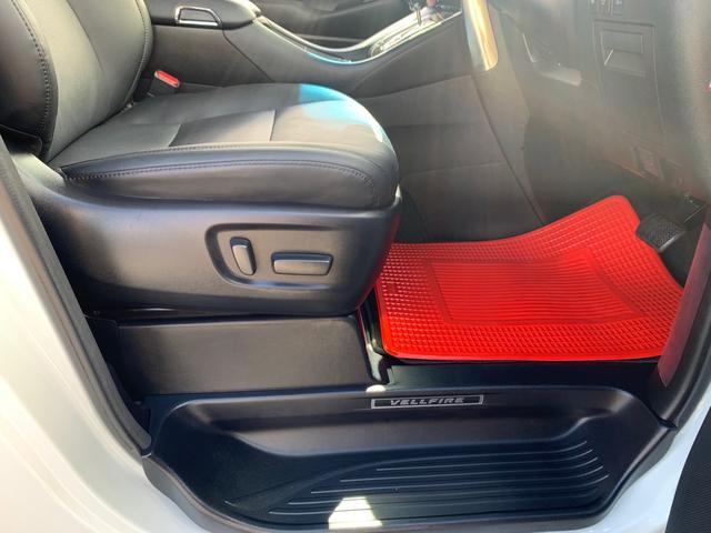 本革パワーシート・シートエアコン・シートヒーター機能付き・(運転席・)助手席電動オットマン付き