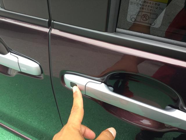 電動スライドドアはワンタッチでオープン!