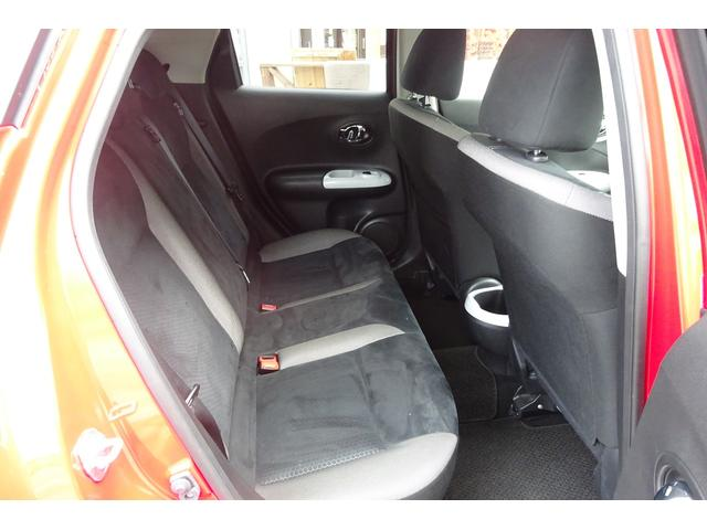 シートの素材もスエード調で座り心地も快適です。