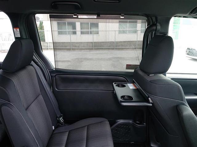 スライドドア窓サンシェード付助手席背面簡易テーブル付