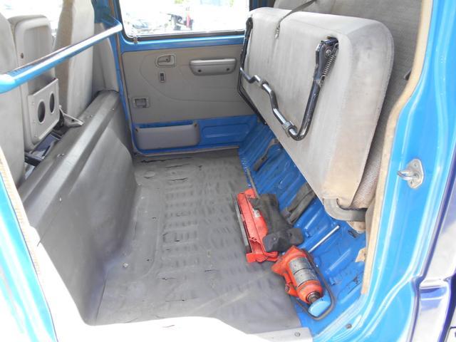 ■リヤシート収納すれば、室内に荷物積めます■