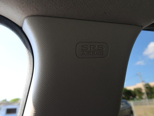 【SRS CURTAIN AIRBAG】側面衝突時または車両横転時にルーフサイド部分から膨らみ、運転席と助手席の搭乗者および後席搭乗者の頭部、頚部を保護するエアバッグを搭載しております。