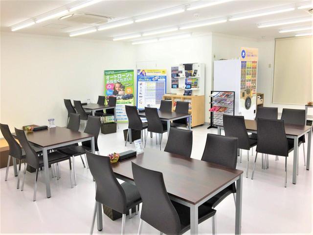 ゆとりのある商談スペースを確保しています。リラックスした雰囲気でお話をして頂けます。