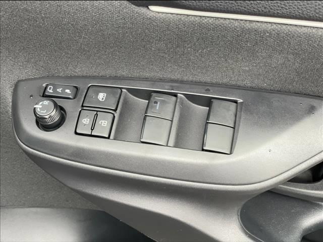 ナビゲーションやETC、ドライブレコーダー等、後付けオプションのお取り扱い・お取り付けもお承りしております。お気軽にスタッフまでお声掛け下さい。