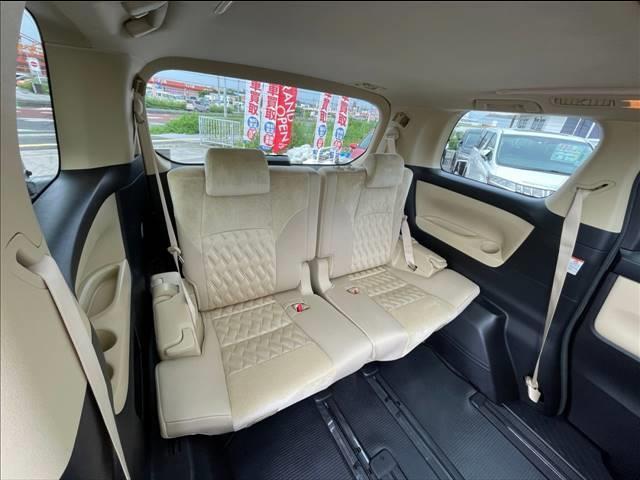 各種安全装備や快適装備が充実、是非一度現車をご覧下さいませ。