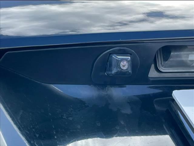 お車のご購入に合わせて「ガラスコーティング」は如何でしょうか?平均付帯率は約90%、ボディの研磨からガラス粒子を含むコーティング剤の塗り込みまで、施工に必要な時間は約48時間。是非ご検討下さい。