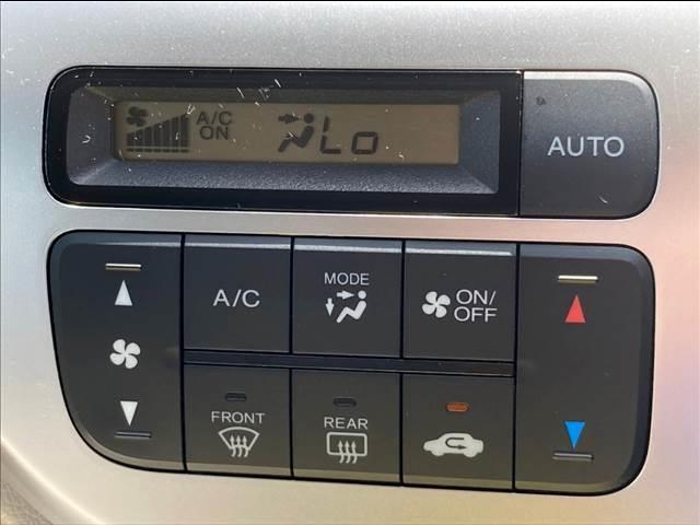 C ワンセグディスプレイオーディオ DVD再生可能 オートエアコン アイドリングストップ ベンチシート 12V電源 ユーザー買取車両(3枚目)