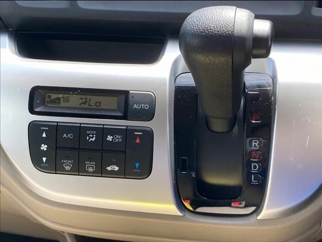 C ワンセグディスプレイオーディオ DVD再生可能 オートエアコン アイドリングストップ ベンチシート 12V電源 ユーザー買取車両(6枚目)