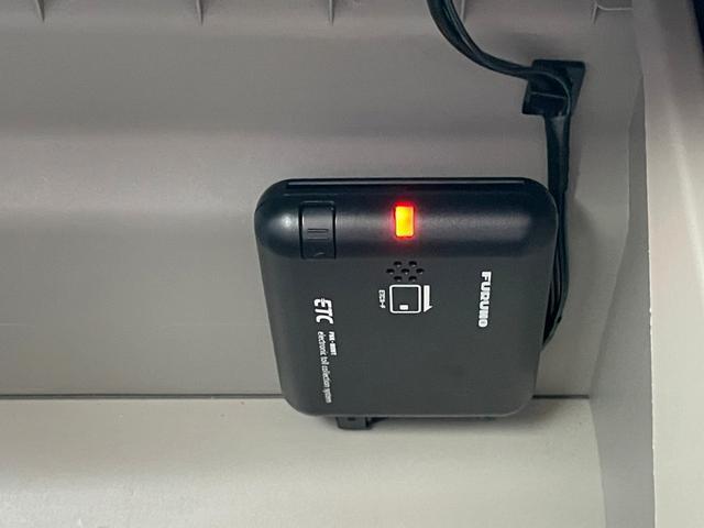 X SAIII ワンセグSDナビTV バックカメラ DVD再生可能 衝突軽減ブレーキ スマートキー シートヒーター アイドリングストップ 自社レンタアップ車両(6枚目)