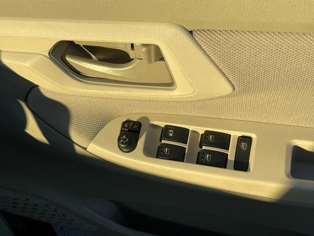 X SAIII ワンセグSDナビTV バックカメラ DVD再生可能 衝突軽減ブレーキ スマートキー シートヒーター アイドリングストップ 自社レンタアップ車両(11枚目)