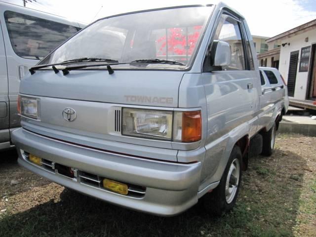 沖縄の中古車 トヨタ タウンエーストラック 車両価格 59万円 リ済込 1998(平成10)年 14.4万km シルバー