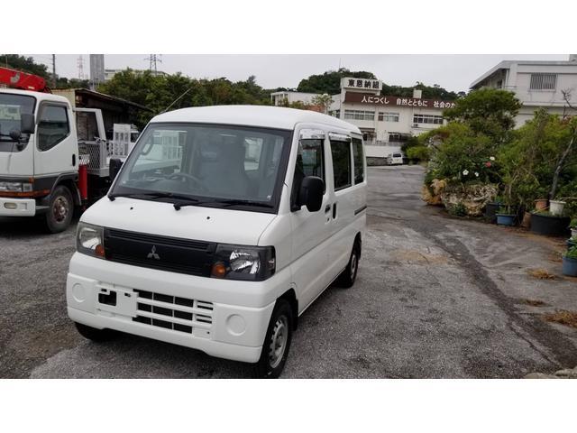 沖縄県豊見城市の中古車ならミニキャブバン  4WD 5速MT エアコン パワステ 最大積載量350kg 軽バン バイザー付き