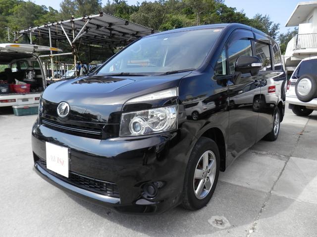 沖縄の中古車 トヨタ ヴォクシー 車両価格 45万円 リ済込 2008(平成20)年 11.2万km ブラック