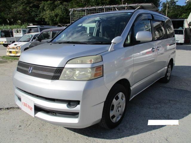 沖縄の中古車 トヨタ ヴォクシー 車両価格 39万円 リ済込 2005(平成17)年 7.8万km シルバーM