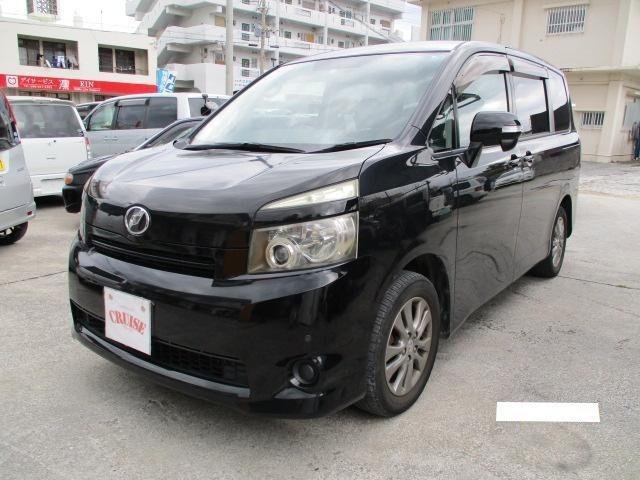 沖縄の中古車 トヨタ ヴォクシー 車両価格 42万円 リ済込 2007(平成19)年 14.2万km ブラック