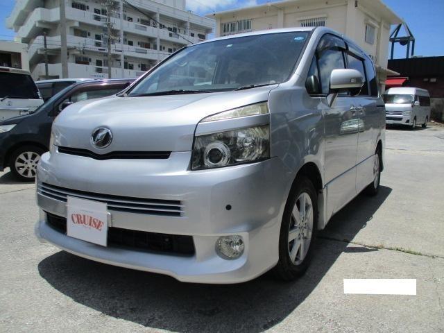沖縄の中古車 トヨタ ヴォクシー 車両価格 39万円 リ済込 2007(平成19)年 13.8万km シルバーM