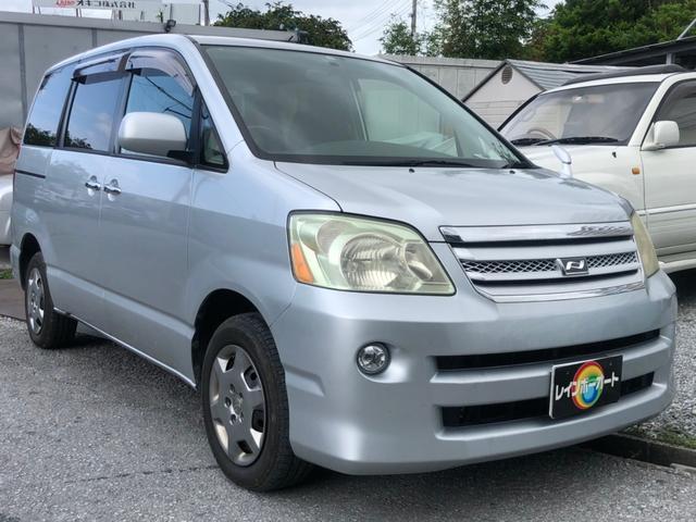 沖縄の中古車 トヨタ ノア 車両価格 12.8万円 リ済別 2005(平成17)年 16.0万km シルバーM