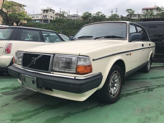 沖縄の中古車 ボルボ ボルボ 240 車両価格 70万円 リ済込 2001(平成13)年 12.9万km クリーム