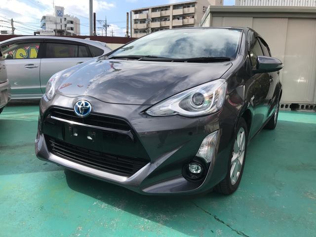 沖縄の中古車 トヨタ アクア 車両価格 129万円 リ済込 平成27年 7.6万km グレー