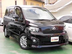 沖縄の中古車 トヨタ ヴォクシー 車両価格 109.9万円 リ済込 平成22年 9.9万K ブラック