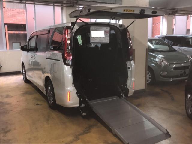 トヨタ ウェルキャブ 電動スローパー 車椅子1基載