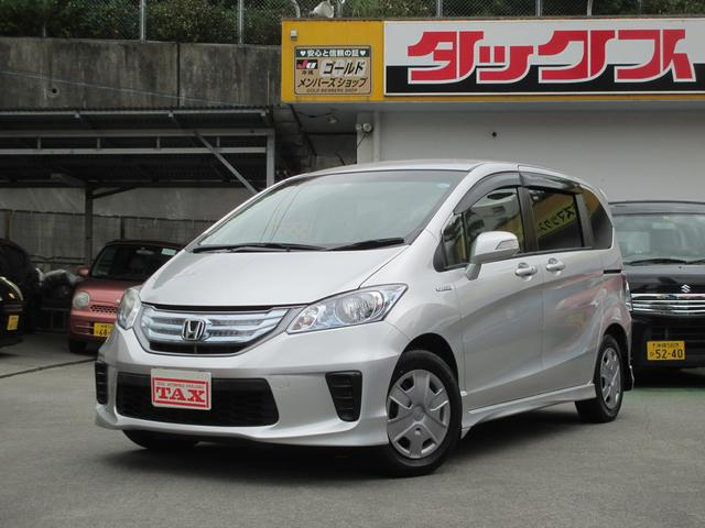 沖縄の中古車 ホンダ フリードハイブリッド 車両価格 139万円 リ済込 2013(平成25)年 7.8万km シルバー