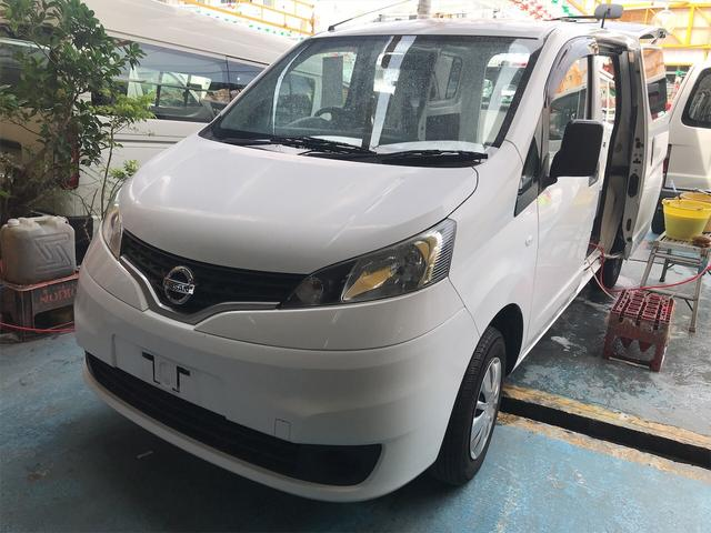 沖縄の中古車 日産 NV200バネットバン 車両価格 75万円 リ済別 2015(平成27)年 10.5万km ホワイト