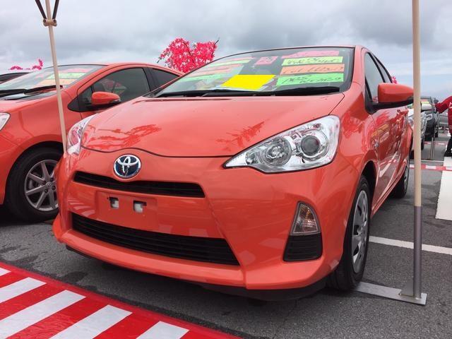 沖縄の中古車 トヨタ アクア 車両価格 78万円 リ済込 平成25年 9.2万km オレンジ