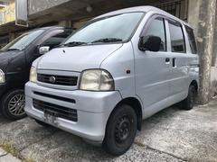 沖縄の中古車 ダイハツ ハイゼットカーゴ 車両価格 25万円 リ済込 平成13年 11.9万K シルバー