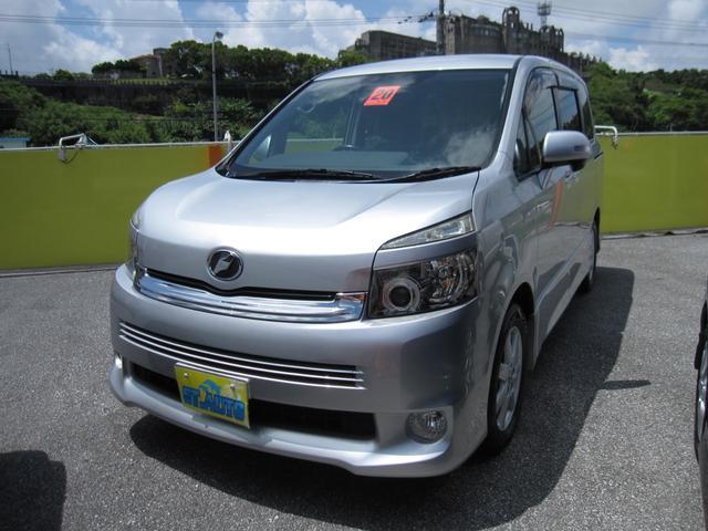沖縄の中古車 トヨタ ヴォクシー 車両価格 45万円 リ済込 2008(平成20)年 14.0万km シルバーM