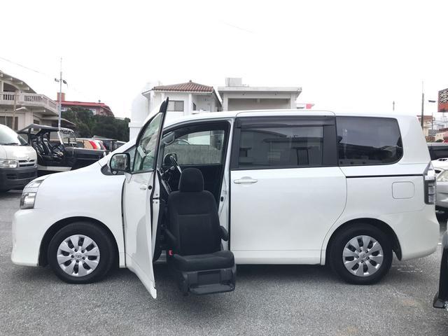 沖縄の中古車 トヨタ ヴォクシー 車両価格 149万円 リ済込 平成25年 4.8万km パール