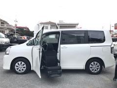 沖縄の中古車 トヨタ ヴォクシー 車両価格 159万円 リ済込 平成25年 4.8万K パール