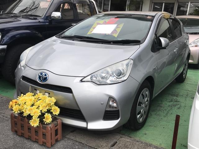沖縄の中古車 トヨタ アクア 車両価格 79万円 リ済込 平成25年 5.5万km シルバー