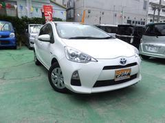 沖縄の中古車 トヨタ アクア 車両価格 60万円 リ済別 平成25年 8.3万K ホワイト