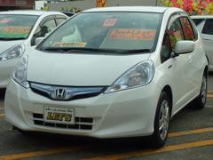 沖縄の中古車 ホンダ フィットハイブリッド 車両価格 75万円 リ済別 平成25年 7.4万K タフタホワイト