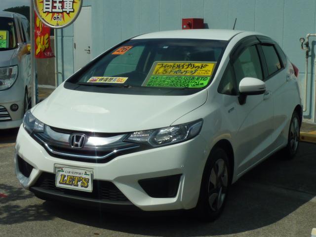 沖縄の中古車 ホンダ フィットハイブリッド 車両価格 89万円 リ済別 2014(平成26)年 7.7万km ホワイト