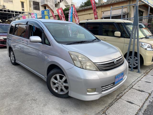 沖縄の中古車 トヨタ アイシス 車両価格 8万円 リ済込 2005(平成17)年 19.2万km ライトグレーM