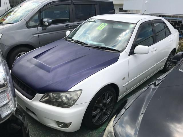 沖縄の中古車 トヨタ アルテッツァ 車両価格 55万円 リ済込 平成17年 14.8万km ホワイト