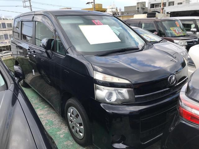 沖縄の中古車 トヨタ ヴォクシー 車両価格 67万円 リ済込 2011(平成23)年 10.8万km ブラック