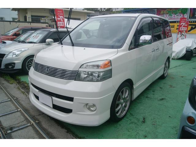 沖縄の中古車 トヨタ ヴォクシー 車両価格 32万円 リ済込 平成16年 11.2万km ホワイト